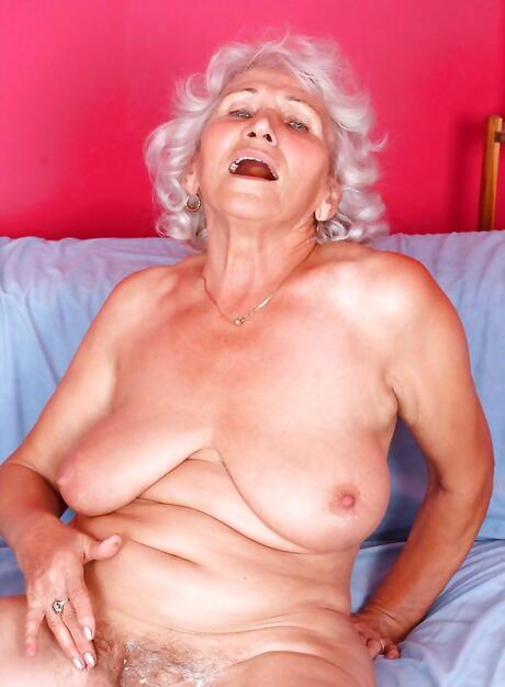 Granny nude pic