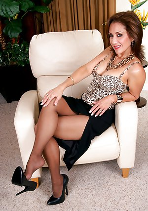 Granny in Pantyhose