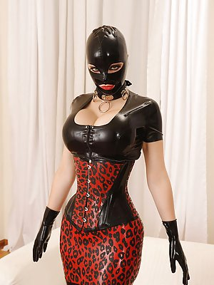 Granny in Latex Porn