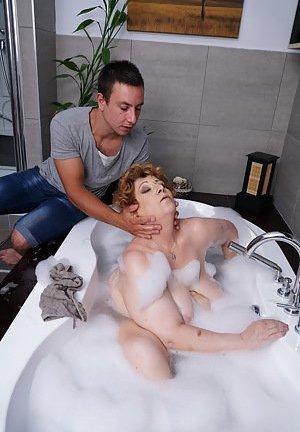 Granny in Bath Porn