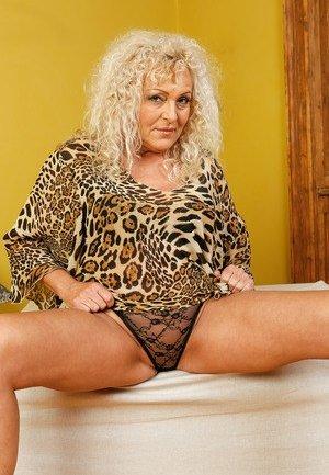 Granny Spreading Porn
